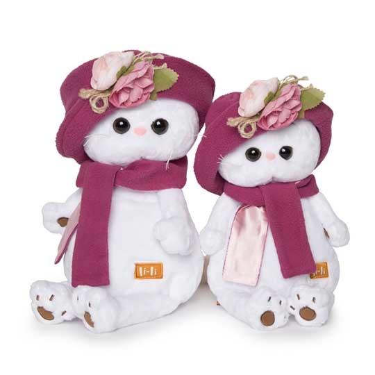 Li-Li in sun hat and scarf